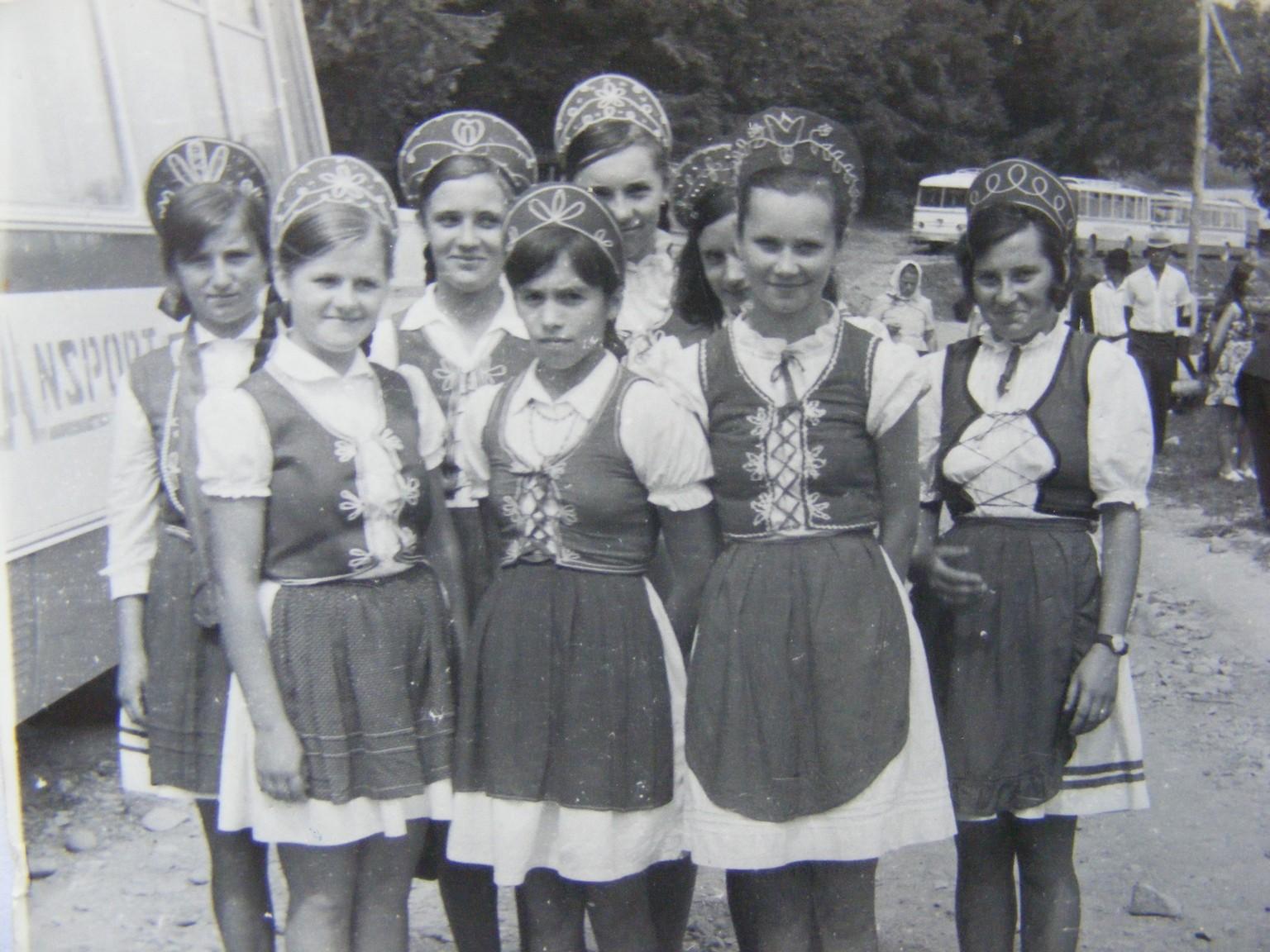 Grup de fete din Damacuseni