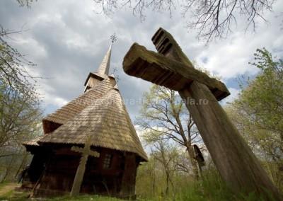 Radu_Oltean - Loc sacru - Harnicesti