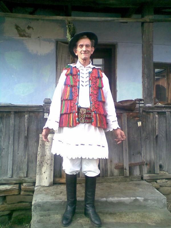 performer Valer Burzo, suciu de sus