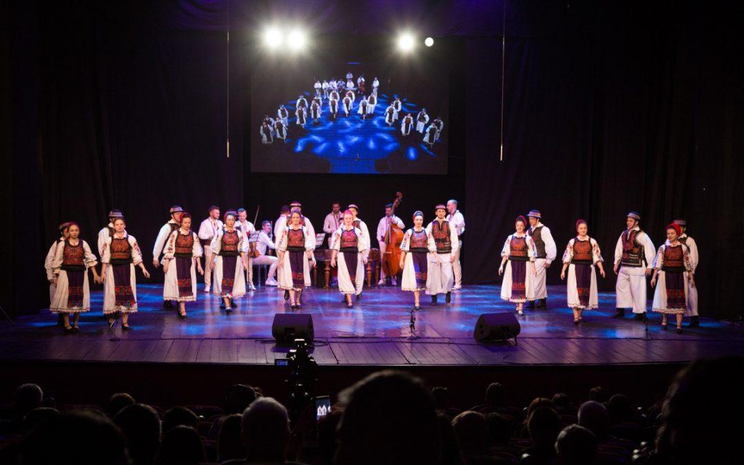 """Ansamblul """"Flori din Maramureş"""" pe marea scenă din Sibiu"""