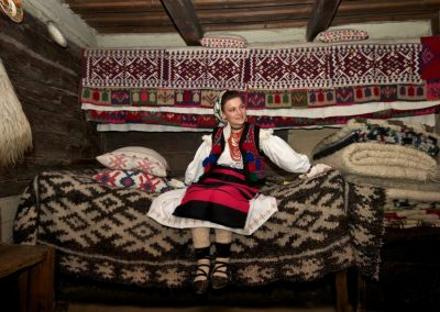 Tradiții maramureșene…în aste vremuri cu baiuri: din Călinești, Măriuca Verdeș – Călinești, 2 aprilie 2020