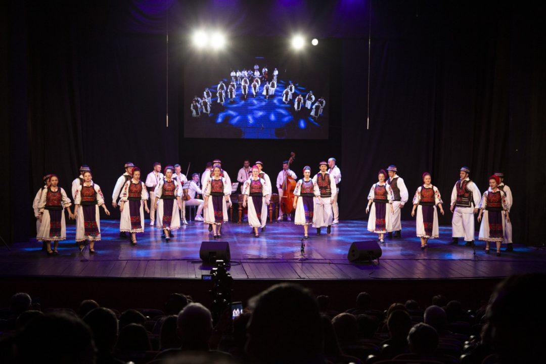O zi de repetiții la Ansamblul Folcloric Flori din Maramureș