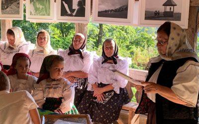 Expoziție de fotografie etnografică la biserica de lemn din Călinești Căieni 8 septembrie 2020